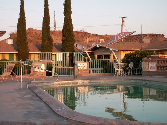 Hill Top Motel: Pool