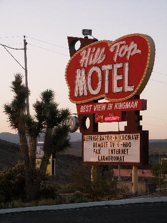 Hill Top Motel: Sign on the street