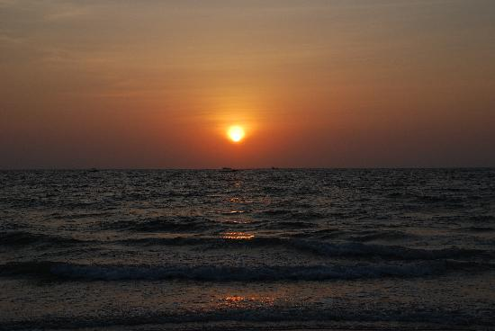 Majorda, India: Sunset at the beach