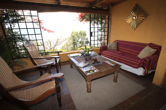 Casa Palopo: The downstairs library was comfortable and quiet