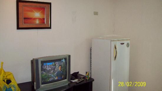 ‪‪Crowne Garden Hotel‬: old-style TV and nice big refrigerator‬