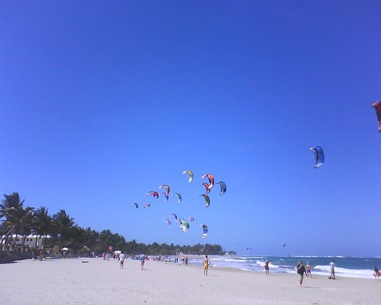 Bozo Beach, Cabarete&#39;s main bay