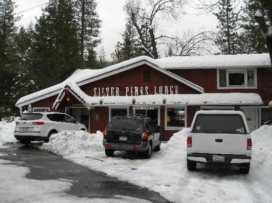 Silver Pines Lodge: Main Lodge Building