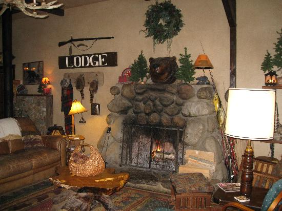 Silver Pines Lodge: Lodge Room