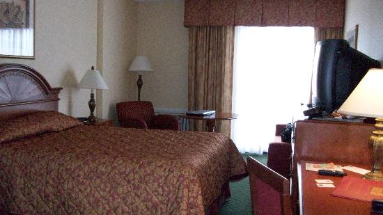 Comfort Inn Fallsview: Room with Queen.