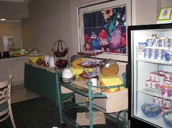 La Quinta Inn & Suites Kingsport TriCities Airport : Part of the Breakfast Area