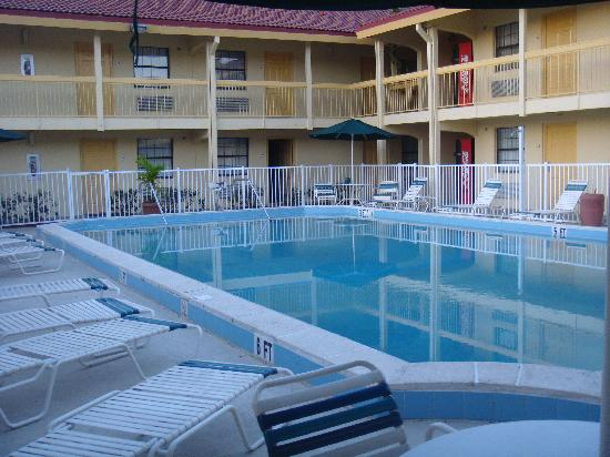 ‪‪La Quinta Inn Fort Myers Central‬: piscine‬
