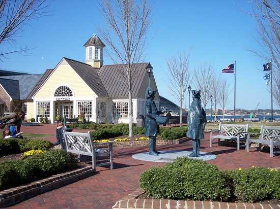 Hotels Near Yorktown Victory Center