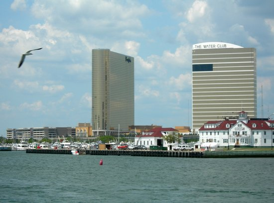 Atlantic City, Nueva Jersey: Borgata &amp; Water Club from Gardner&#39;s Basin