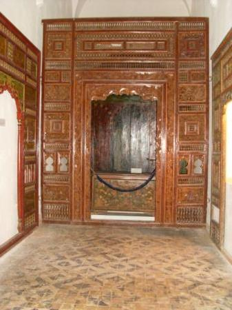 Chambre coucher traditionelle picture of musee dar for Chambre a coucher sfax