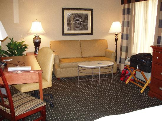 Hampton Inn & Suites Jackson: Sofa Area