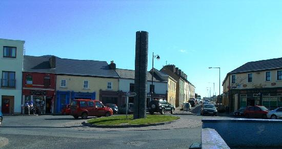Belmullet, Ireland: The Square - Actually a Roundabout