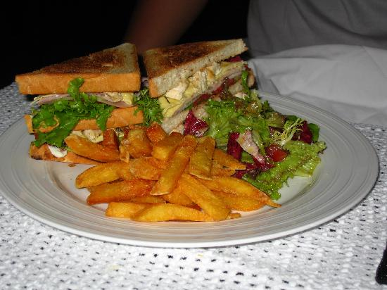 Green Mango Hotel & Restaurant: delicious Club Sandwich!