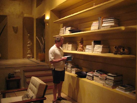 Villa Camilla Boutique Hotel: The living room/library was a fantastic place to relax at night