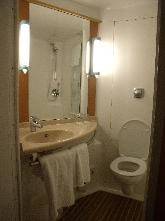Bathroom from outside in room picture of ibis nottingham for Pod style bathroom