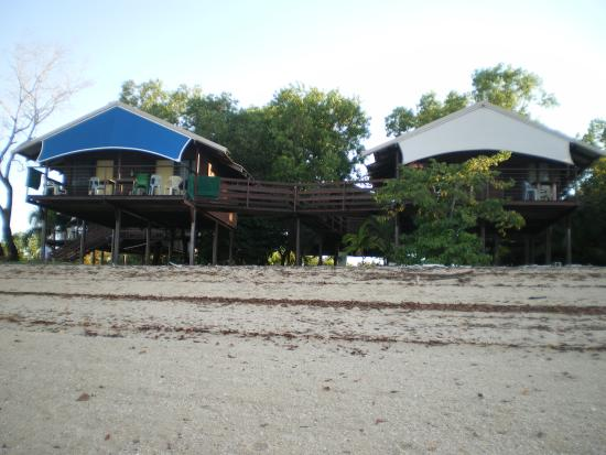 Crab Claw Island Resort: View of the cabins from the water