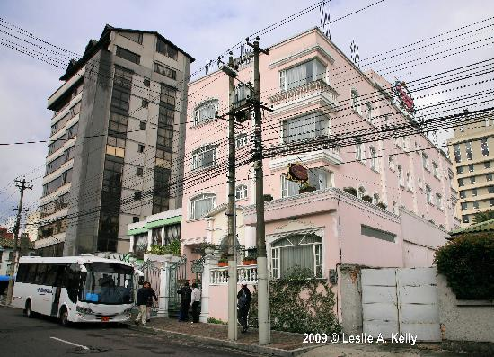 Eugenia Hotel: Hotel Frontage with electric wires