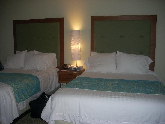 Springhill Suites Hampton Coliseum: beds