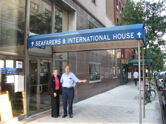 Seafarers & International House: Eingang zum Hotel