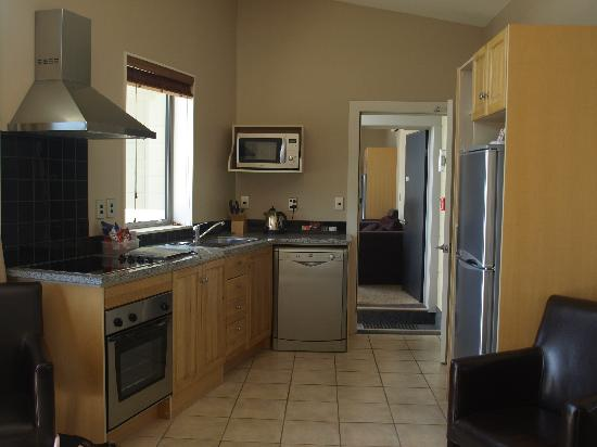 Kaikoura Waterfront Apartments: Kitchen