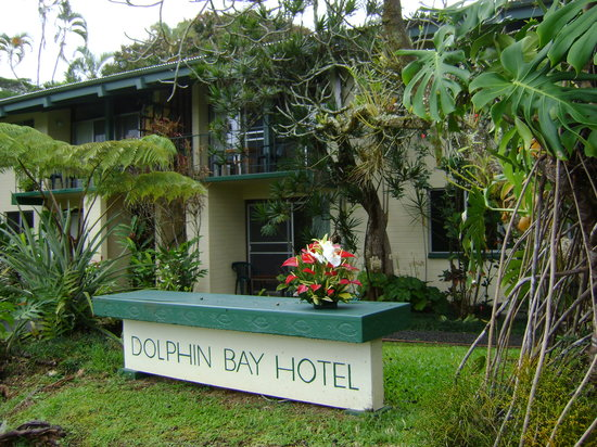 Dolphin Bay: front of hotel