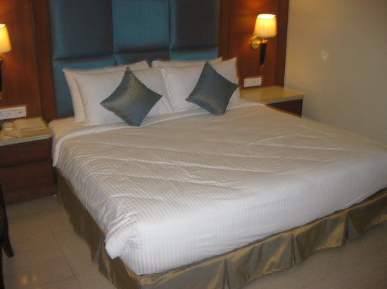 Gallery For Grand King Bed Size