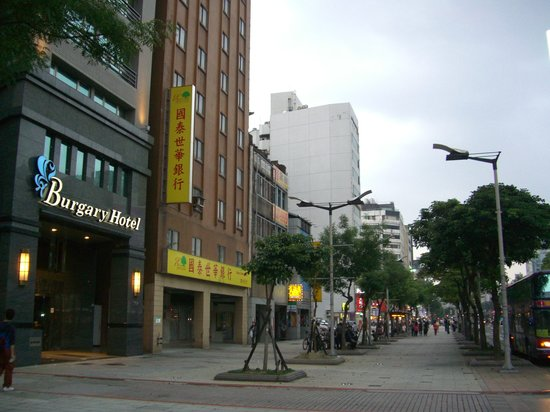  : Northward on Zhonghua Rd.; MRT Ximen is between the two white buildings