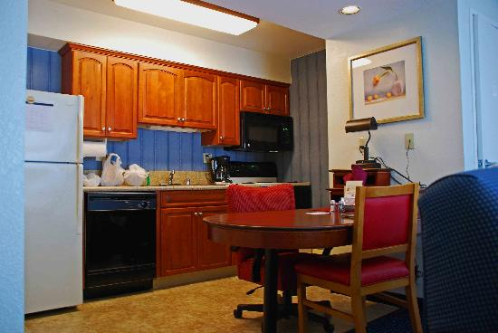Residence Inn Anaheim Maingate: Kitchen