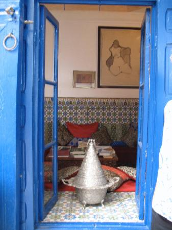 Riad El Az: A window to the reading room