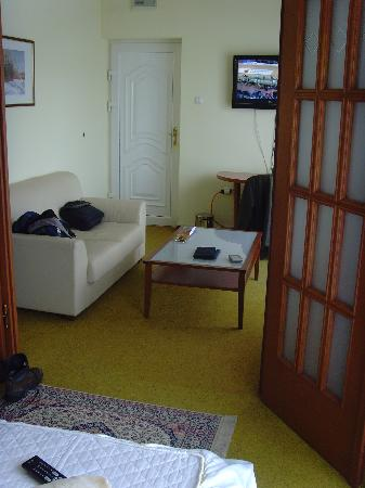 Doboj, Bosnia and Herzegovina: Room 22's lounge