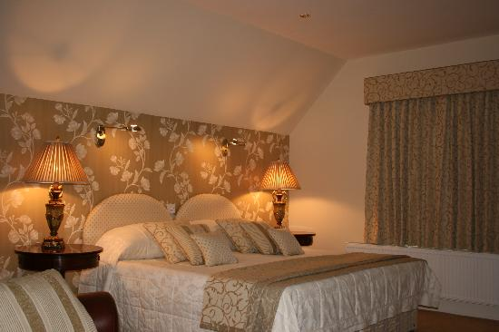 The Old Rectory Hotel: Our lovely bed!