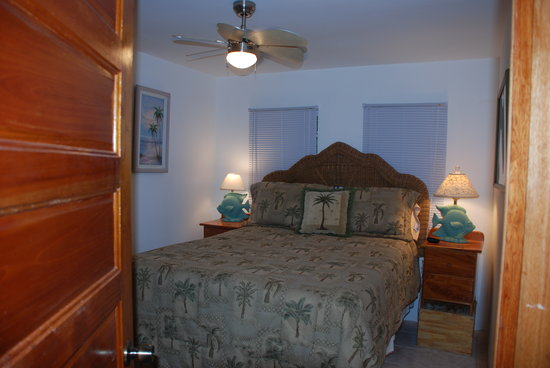 Joyce & Frank's Bed & Breakfast: The beach house - queen bedroom.