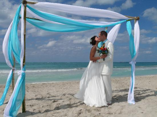 wedding beach arch