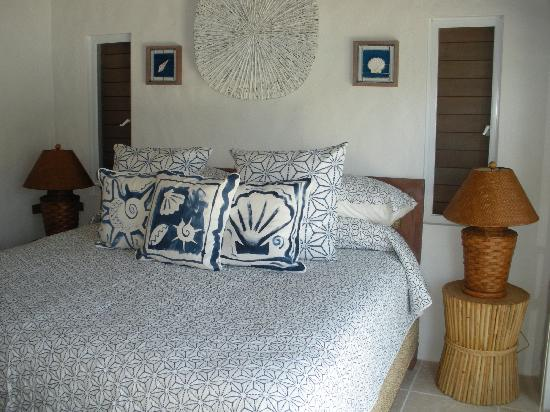 Frenchmans: Heavenly bedroom overlooking sea