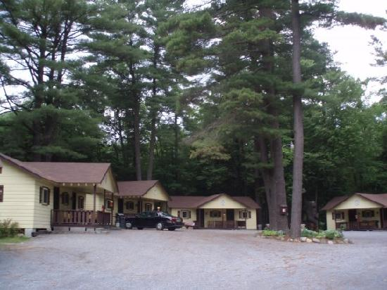 Lee&#39;s Motel and Cottages: Cottages