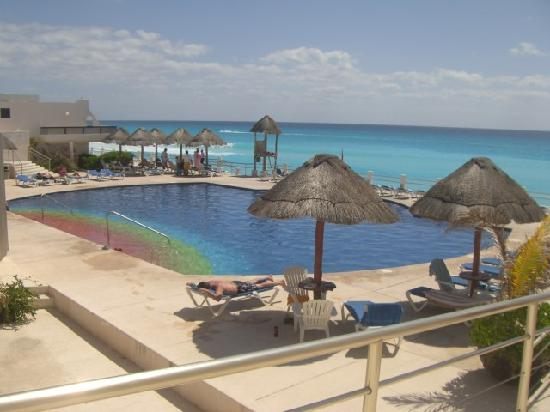 The awesome pool picture of villas marlin cancun for Villas marlin cancun