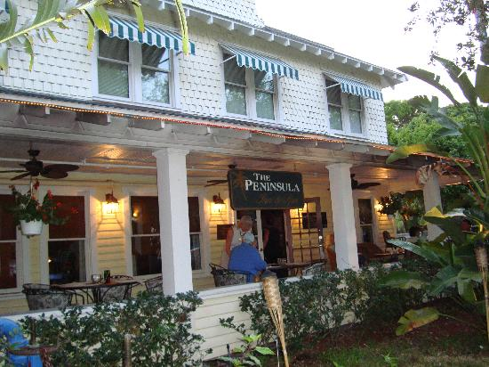 The Historic Peninsula Inn & Spa: Front view of the hotel