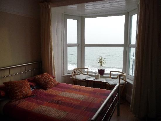 Aberystwyth, UK: Bedroom with view of the sea