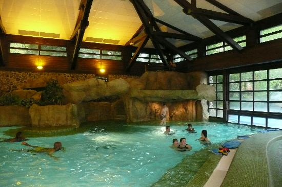Disney 39 s sequoia lodge for Piscine disneyland hotel
