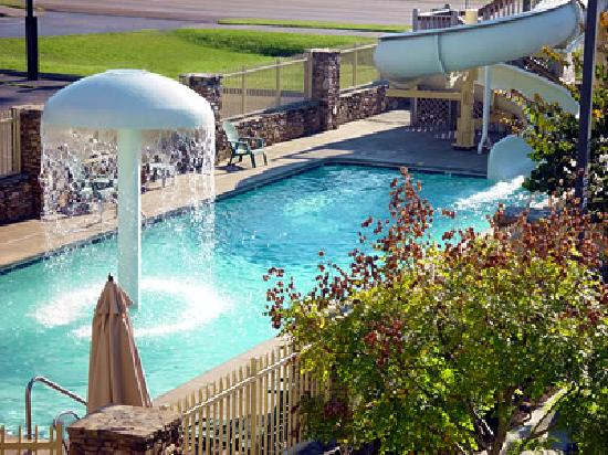 Colonial House Motel: Outdoor Pool