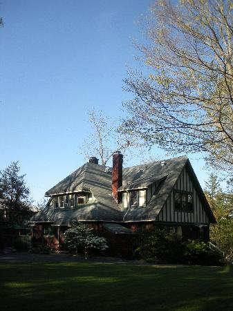 Photo of Corner Oak Manor Bed & Breakfast Asheville