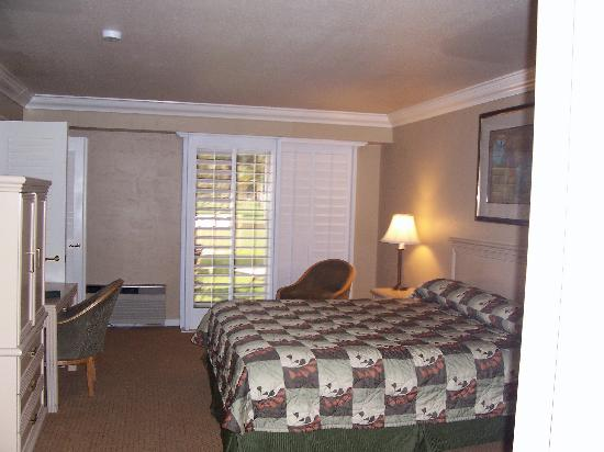 The Huge Master Bedroom 400 Sq Feet Picture Of Indian Wells Resort Hotel Indian Wells