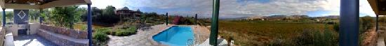 Calitzdorp, แอฟริกาใต้: Panoramic of view from pool