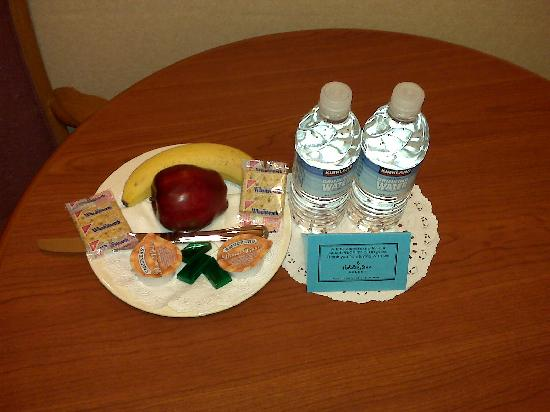 Holiday Inn San Diego North Miramar: Goodies after a long day of travel!