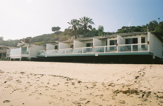 Casa Malibu Inn on the beach : Beach view 
