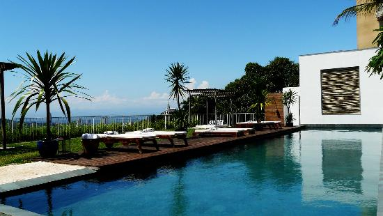 Hotel Santa Teresa - Relais & Chateaux: pool and spectular view