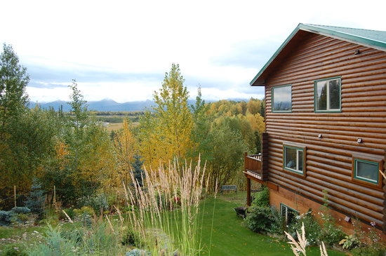Moose Gardens Bed and Breakfast: view from behind house