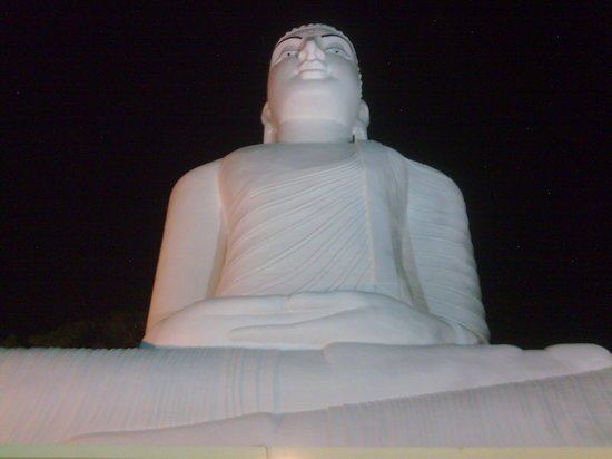 Kandy, Sri Lanka: Lord Buddha statue