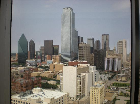 Hyatt Regency Dallas: View from our room on the 28th floor