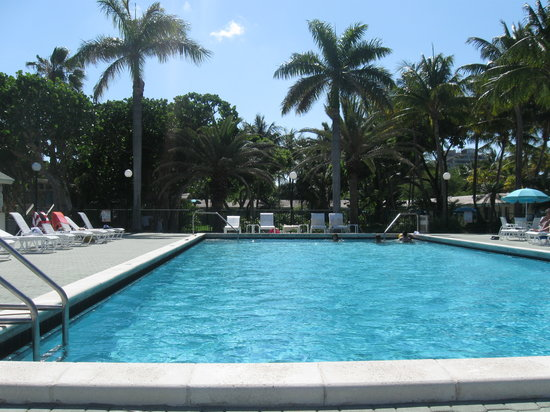Key Biscayne, Floryda: Pool area looking towards interior of property